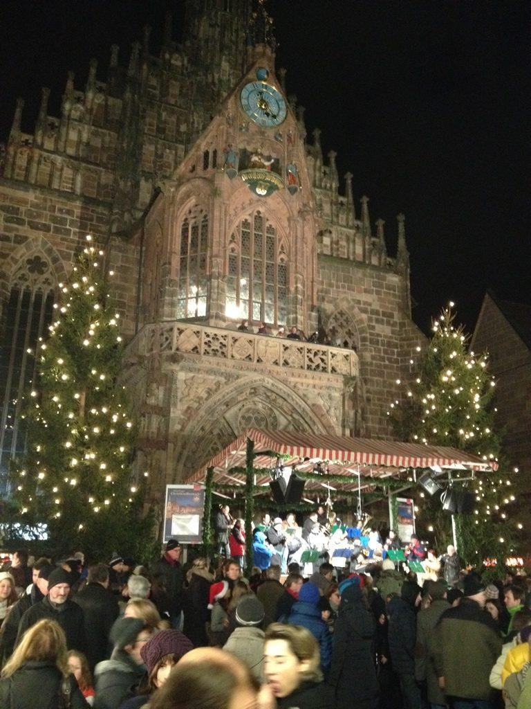 ニュルンベルクのクリスマスマーケットの画像
