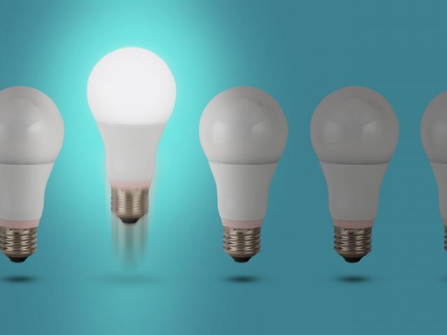 電球が並んでいる画像