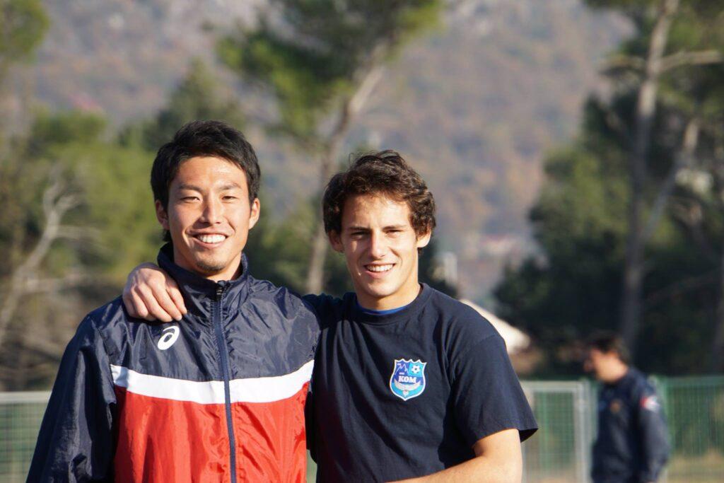 日野選手とチームメイトの画像