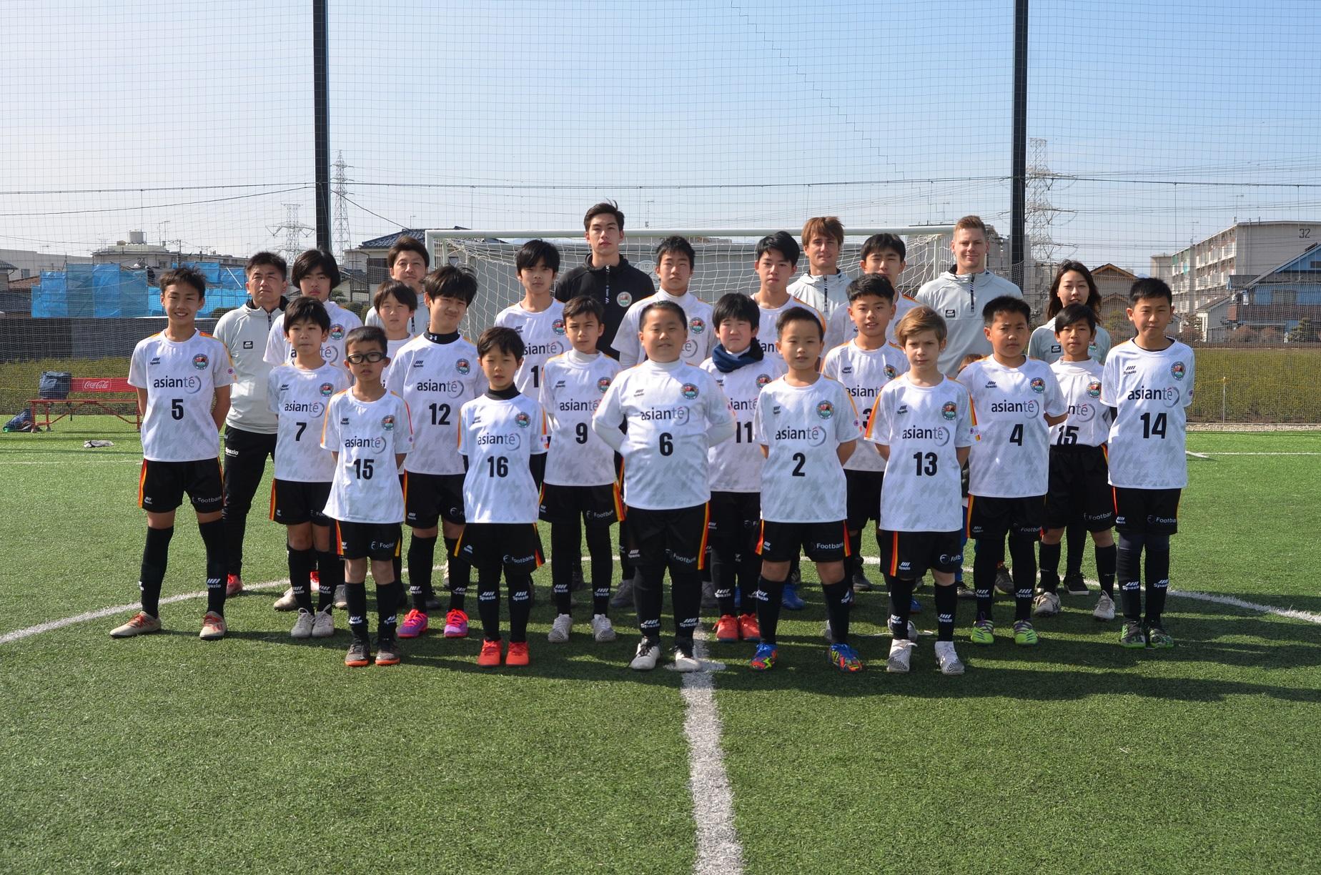日独フットボール・アカデミーのチーム集合写真